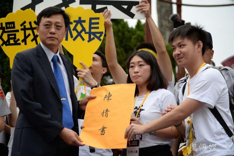 台大學生聲援管中閔,發起「新五四運動」。代理校長郭大維接受學生訴求。(甘岱民攝)