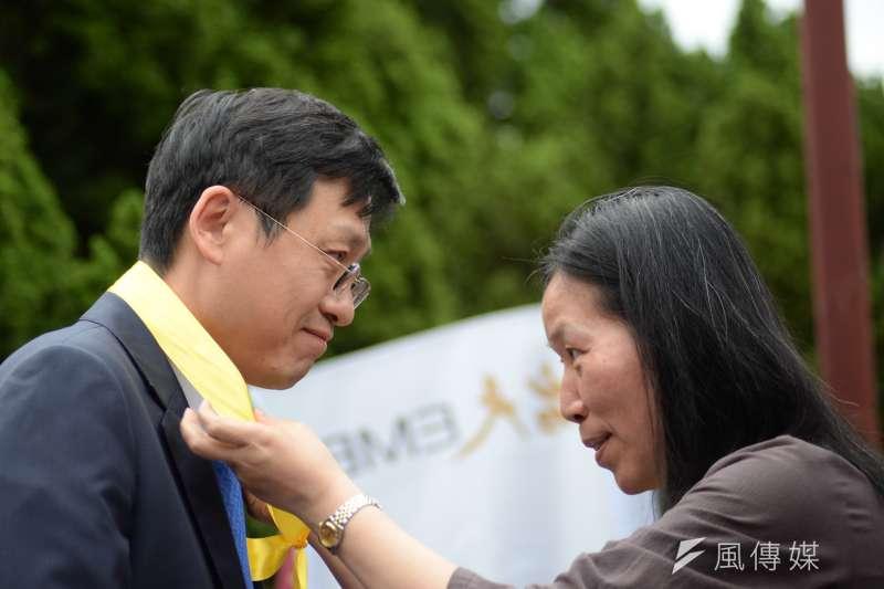 2018年5月4日,台大學生聲援管中閔,發起「新五四運動」。代理校長郭大維到場。(甘岱民攝)