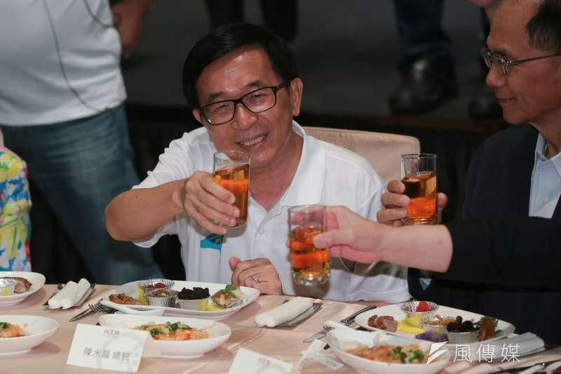 前總統陳水扁出席凱達格蘭基金會餐會,前行政院長游錫堃也坐主桌。(顏麟宇攝)