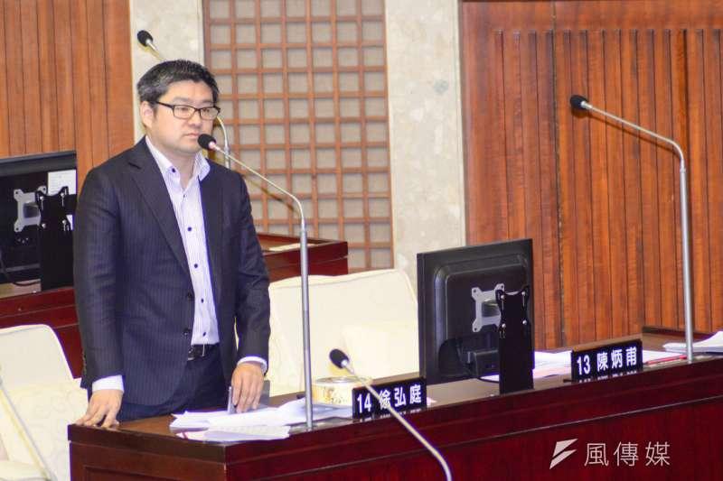 國安局爆發走私菸品案,台北市議員徐弘庭指出,華航及關係企業管理階層多人都是民進黨親信。(資料照,甘岱民攝)