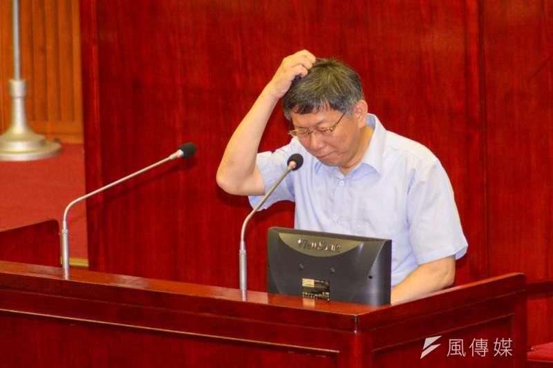 台北市長柯文哲對「台北市環保、交通、節能減碳及消費者保護」進行專案報告,並接受議員質詢。(甘岱民攝)