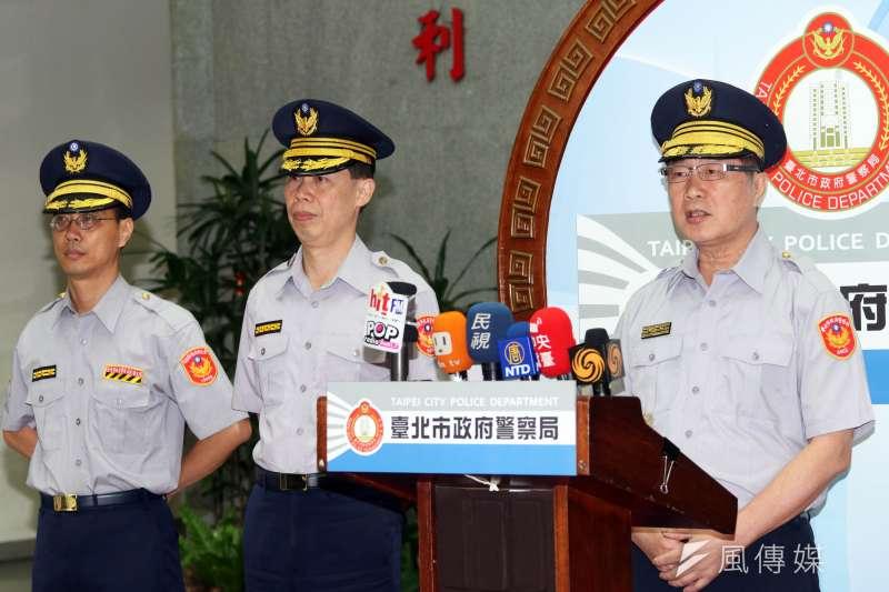 台北市警察局副局長黃啟澤8日上午率中正一分局、交通大隊同仁召開記者會。(蘇仲泓攝)