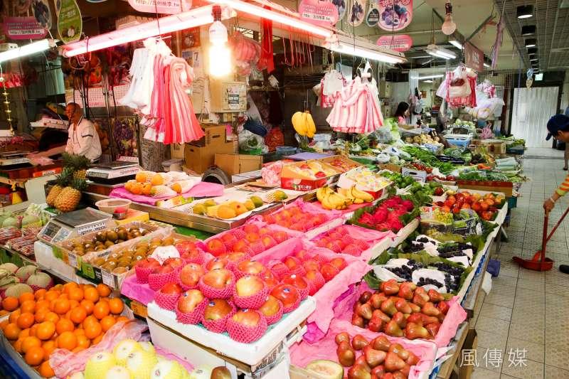 台北市近萬市民須居家檢疫,有里長表示,自己會幫民眾買早餐、購買些烹煮食材等,在新冠肺炎期間共體時艱。示意圖。(資料照,陳明仁攝)