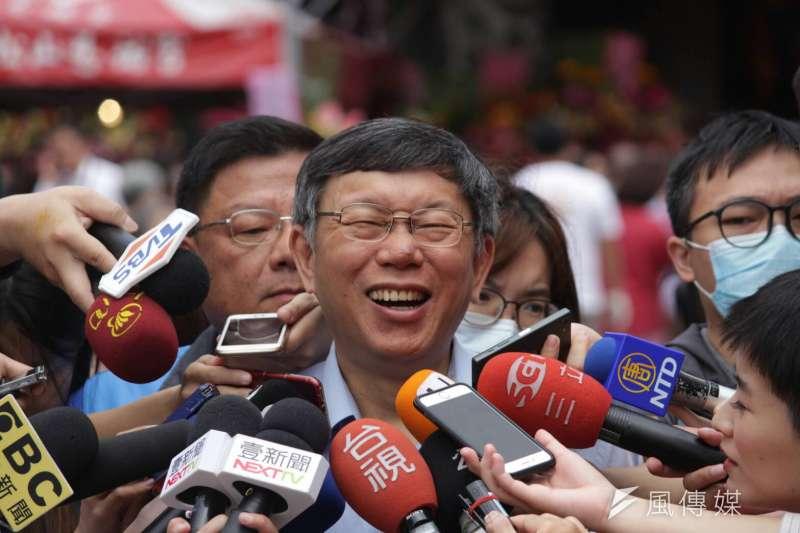 台北市長柯文哲預計在6月底出書並舉行新書發表會,另外也將在網路平台LINE正式成立官方帳號「LINE@」。(資料照,方炳超攝)