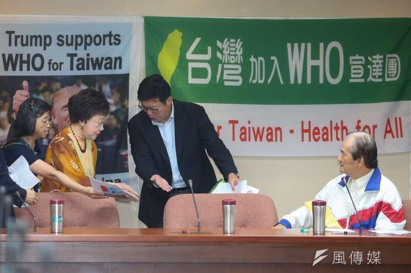 民進黨有意參選台北市長的前副總統呂秀蓮(左二)與前行政院長張善政針對管案共發聲明,綠委姚文智(左三)13日表示,此事呂秀蓮可能有些誤解。(資料照,陳明仁攝)
