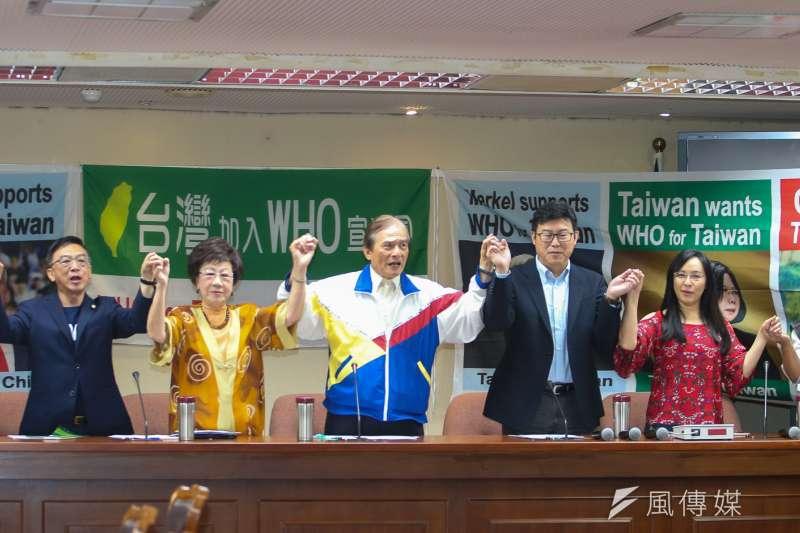 於此我WHA受挫之際,「2018台灣加入WHO宣達團」國際記者會9日召開,台灣聯合國協進會理事長蔡明憲(中)主持,表示宣達團將於17日前往日內瓦。(陳明仁攝)
