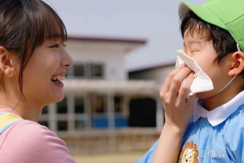 雖然鼻炎與過敏性鼻炎都會流鼻水、鼻涕的情形,但兩者在症狀上還是有些許的不同,得多留意。(示意圖非本人/翻攝自youtube)