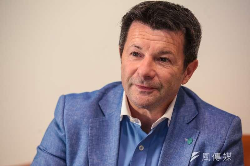 法國新創企業家賈奎(Denis Jacquet)強調,栽培中小企業成長並回饋社會,才能促進改變。(顏麟宇攝)