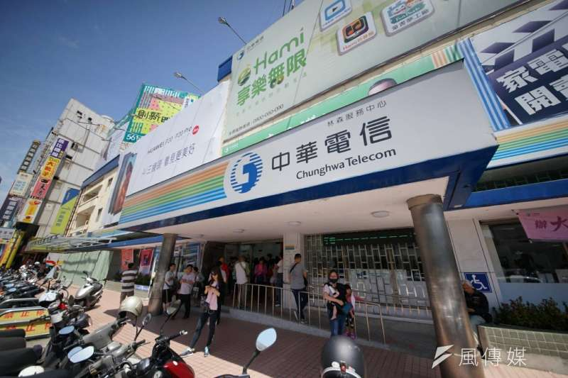 20180510-中華電信引發空前人潮,圖為新竹中正門市。(盧逸峰攝)499 吃到飽