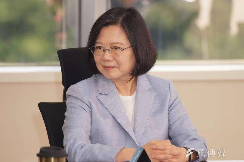 總統蔡英文強調過去兩年都在「打樁基礎」,最滿意的就是「確立台灣經濟,將走向穩定成長的趨勢」,並表示經濟數據頂住四方炮火。(資料照,盧逸峰攝)