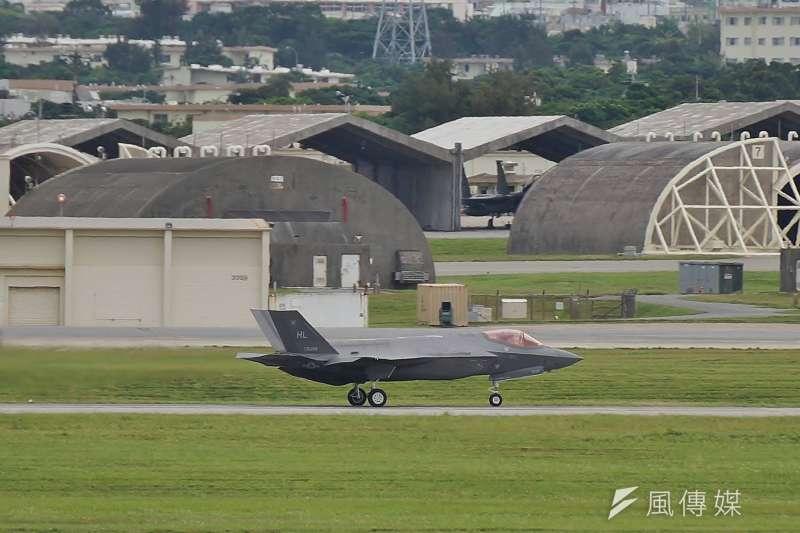在這段漫長的反殖民鬥爭歷史中,琉球人靈活運用每個時期所能獲得的理論與戰略戰術資源。圖為於沖繩嘉手納基地滑行的F-35A戰鬥機。(盧逸峰攝)