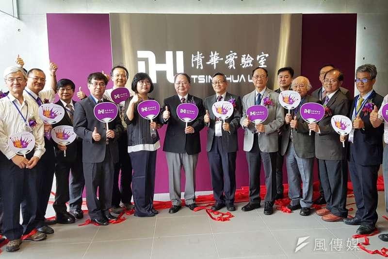 清大「清華實驗室」11日正式啟用,其中約三分之一來自校友捐款,許多校友親自參加揭牌典禮。(圖/方詠騰攝)