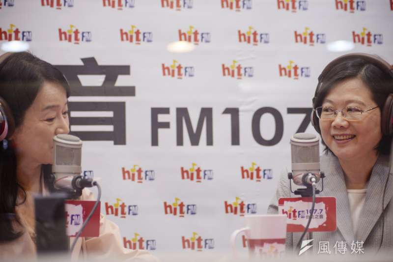 總統蔡英文(右)接受《蔻蔻早餐》專訪。(甘岱民攝)
