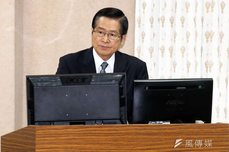 國防部長嚴德發14日上午在立法院證實,沱江艦後續的量產案將由三階段縮短成兩階段。(蘇仲泓攝)
