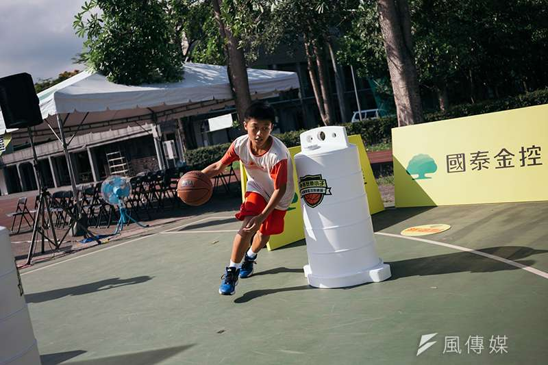 「2018國泰夢想豪小子林書豪籃球訓練營」徵選會上,出現花蓮縣萬榮鄉的紅葉國小選手,他們不畏路程,只為了一圓見到林書豪的夢。(圖/創異國際行銷提供)