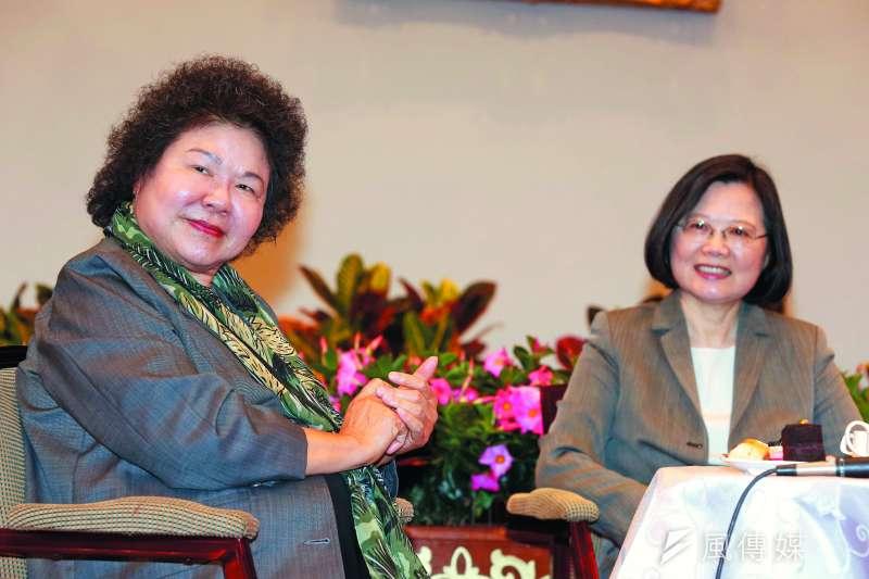 總統府提供 陳菊(左)成為御飯糰的新飯友後,往往扮演帶動話題轉圜的角色。(郭晉瑋攝)