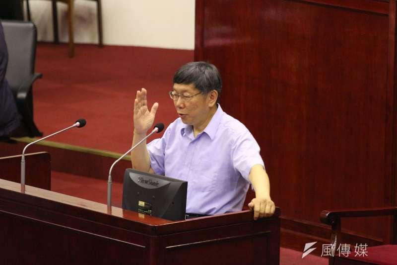 台北市長柯文哲今日於議會被質詢,是否會轉而幫國民黨站台?柯P說,國民黨叫我去我就去。(陳韡誌攝)