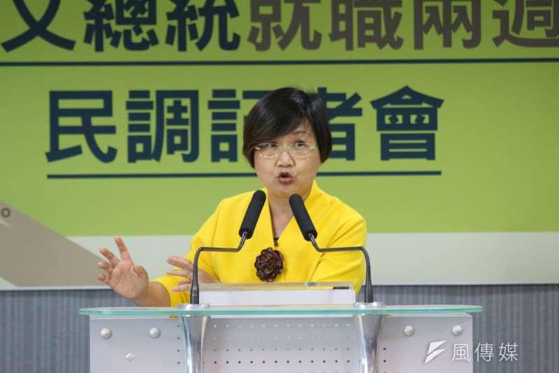 民進黨召開「蔡總統就職2周年滿意度民調」記者會,民進黨副秘書長徐佳青發言。(陳韡誌攝)