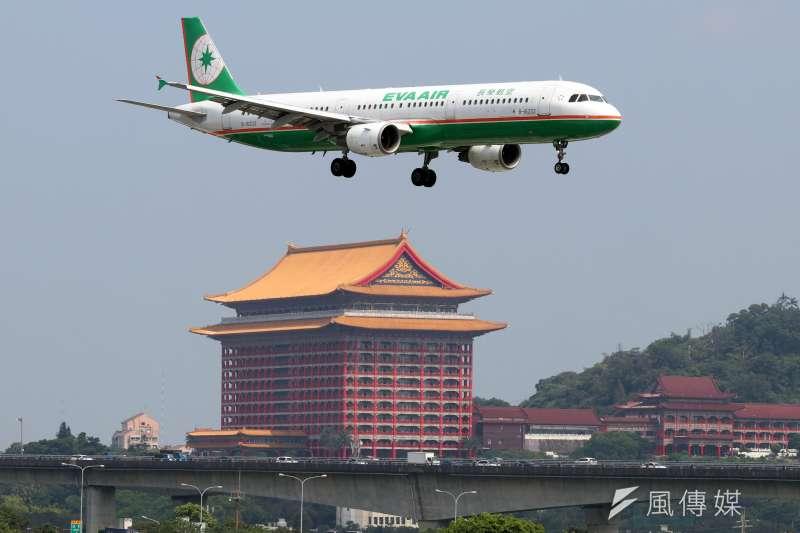 長榮航空今年將增加6架787飛機,有望開航日本名古屋、青森、松山3航點;另外歐洲航線部分,明年第一季米蘭航線也有望開航。(資料照,蘇仲泓攝)