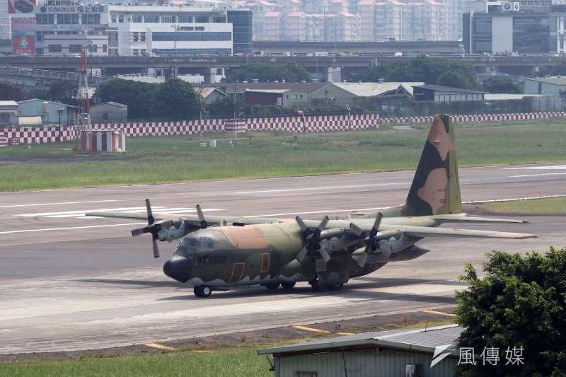 國防部30公布離島官兵春節排休情形,空運部分採C-130及民航機團體機位(離峰班次)。(資料照,蘇仲泓攝)