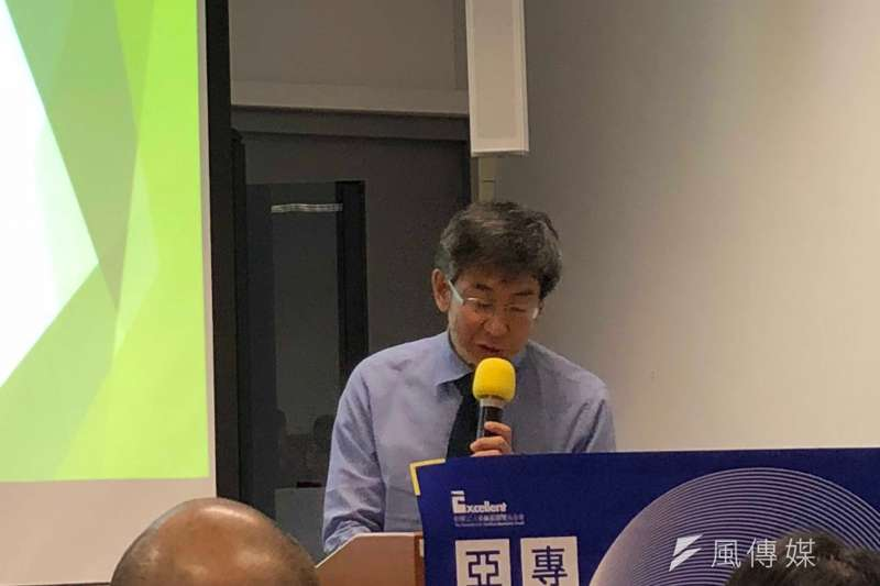 NHK放送文化研究所上級研究員山田賢一以「中國、香港網路發展對新聞、言論自由的影響」為題,解析中國、香港目前在新聞與言論自由所面臨的難題。(黃宇綸攝)