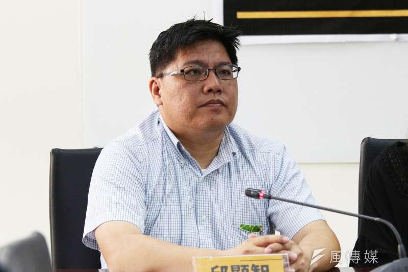 華航機師罷工邁入第4天,時代力量新竹市黨部主委、律師邱顯智11日在臉書發文聲援。(資料照,陳韡誌攝)
