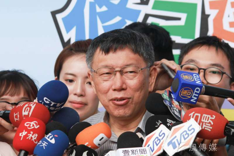 為了爭取民進黨再度禮讓,柯文哲不惜從「中華」攜碼到「台灣大」,為「兩岸一家親」之說「道歉」。(資料照,方炳超攝)