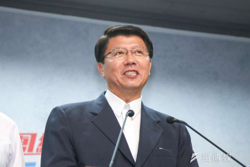 謝龍介表示,台南鄉親有更需要他擴大服務的問題,這是支持者對他的期待。(陳明仁攝)