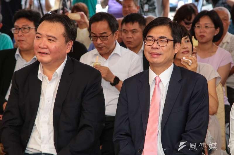 高雄市長國民黨候選人韓國瑜喊禁止政治形態抗議,代理市長許立明(左)說,絕不禁止人民集會遊行自由。右為高雄市長民進黨候選人陳其邁。(顏麟宇攝)