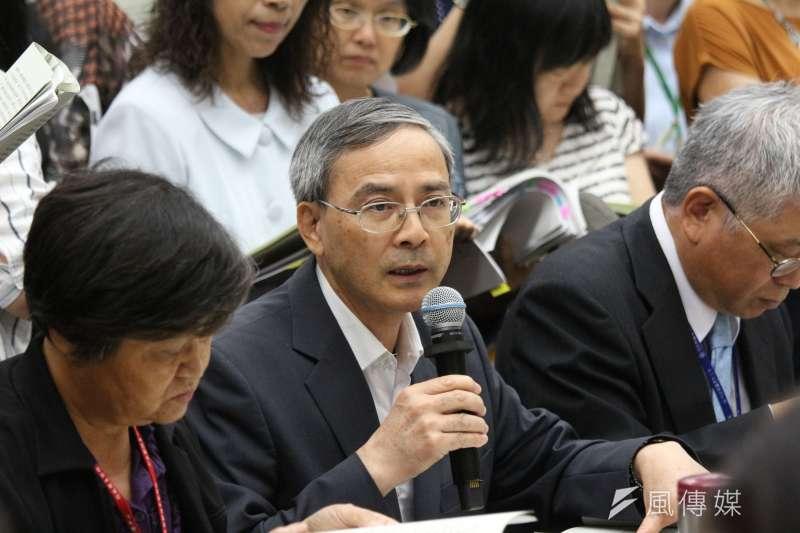 財政部次長阮清華表示,財政部針對國安人員私菸案,在行政罰部分,係配合檢調偵辦,「證據到哪裡,就罰到哪裡」。(資料照片,陳韡誌攝)