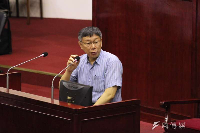 柯文哲步出市議會後,被媒體詢問,不到30天又少1個邦交國,柯反問「這跟台灣有什麼影響」?(陳韡誌攝)