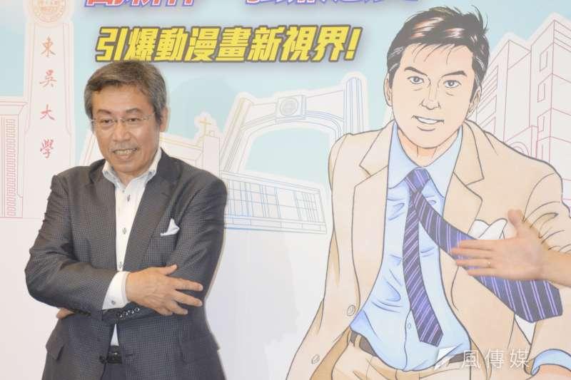 《島耕作》系列漫畫家弘兼憲史來台展開「取材之旅」,今(25)日下午在東吳大學演講,分享漫畫創作心得。(李亞璇攝)
