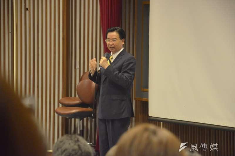 外交部長吳釗燮25日前往母校政治大學進行演講,並表示「我還是部長,會持續為台灣外交奮鬥。」(李亞璇攝)