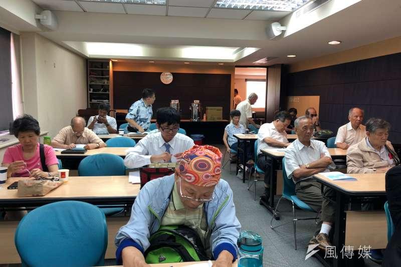 台灣教授協會26日在台大校友會館舉辦「一帶一路」因應策略座談會,邀請各界專家學者,針對中國一帶一路兼具經濟與國防的雙重戰略,深入探討與剖析,吸引許多人前來聽講。(黃宇綸攝)