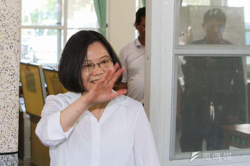 民進黨選對會將建議台北市長人選,提報黨主席蔡英文,她若說OK,30日送中執會討論。圖為蔡英文今在新北市黨部黨職改選投票。(陳明仁攝)