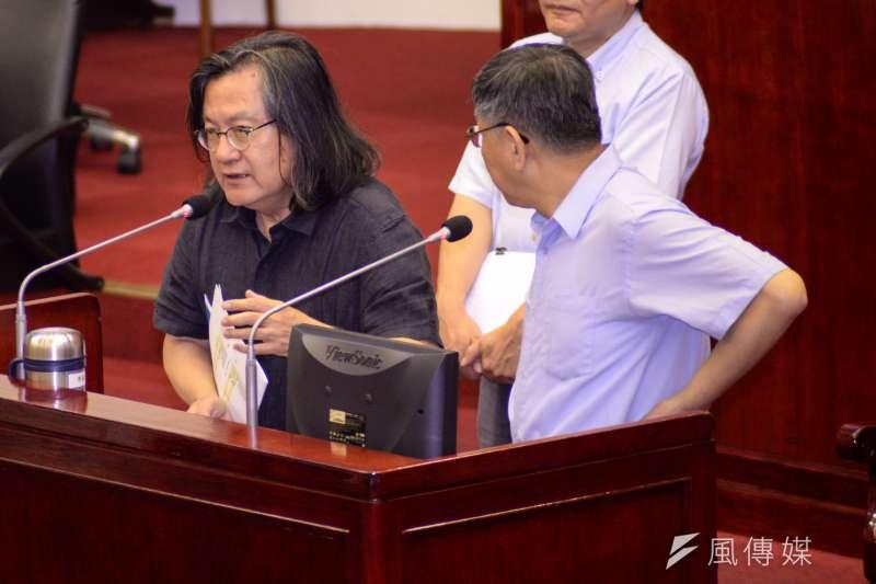 台北市長柯文哲(右)宣布組黨,柯陣營也和前都發局長林洲民(左)聯絡,盼他能名列不分區立委名單。(資料照,甘岱民攝)