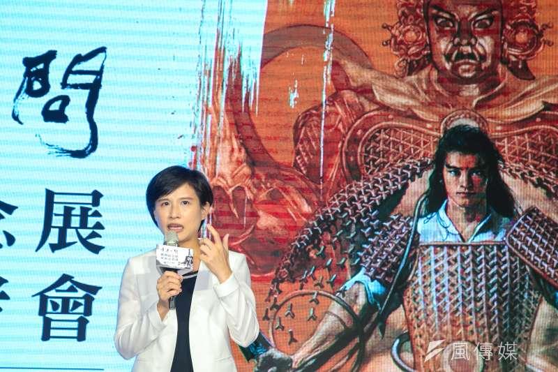 友善文創編輯黃宏榮表示,台漫振興並非是單靠文化部能夠扛下。圖為文化部長鄭麗君日前出席「千年一問 鄭問紀念展」展前記者會。(資料照,陳明仁攝)