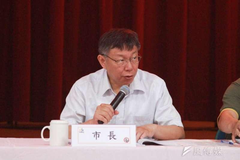 台北市長柯文哲30日前往內湖區公所,與區內里長進行座談會。(方炳超攝)