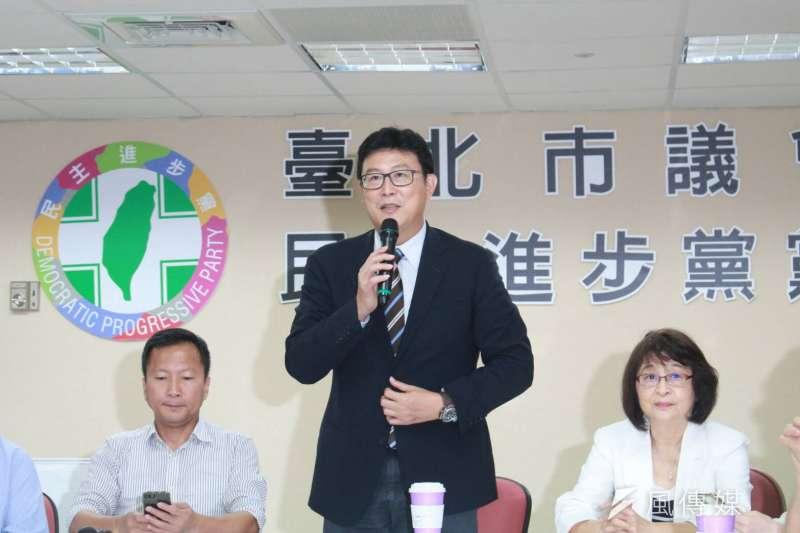 20180531_姚文智(中)拜會台北市議會。(方炳超攝)