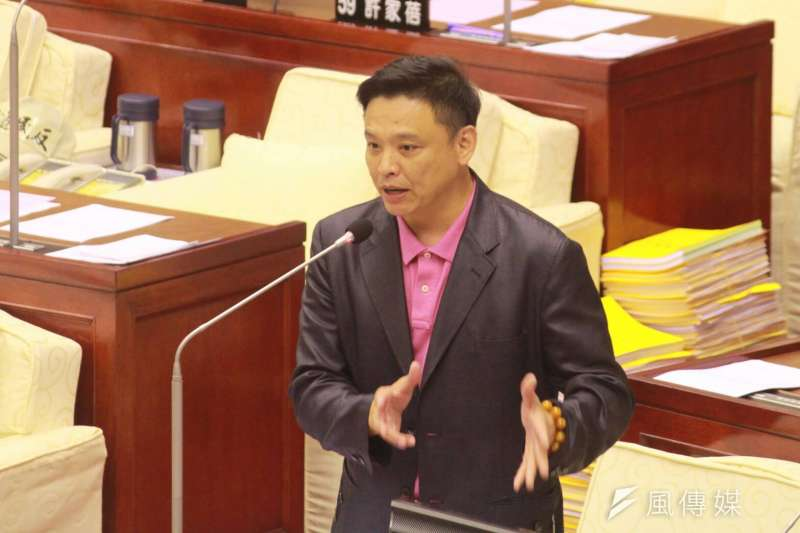 20180531-台北市長柯文哲31日出席台北市議會總質詢,民進黨籍市議員洪健益。(方炳超攝)