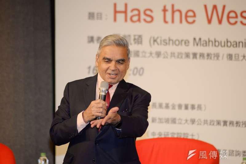 前新加坡駐聯合國大使馬凱碩說,西方國家影響力衰退,是因忽略中國、印度崛起。(甘岱民攝)