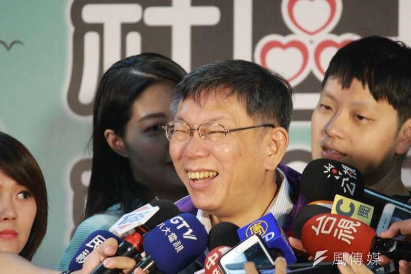 台北市長柯文哲1日前往信義區參加社會局的長照整合服務的「石頭湯」記者會。(方炳超攝)