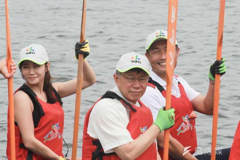 台北市長柯文哲以自己參加划龍舟活動的例子,提醒學生在真實社會,所謂的競爭力,最後還是要靠自己,因為沒有人可以幫助你過生活。(資料照,方炳超攝)