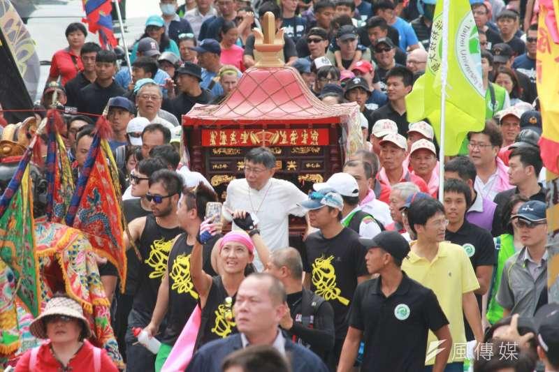 20180602-台北市長柯文哲2日表示,吳音寧一個月特支費有30萬,台北市長都沒這麼多。柯文哲迎奉水仙尊王。(方炳超攝)