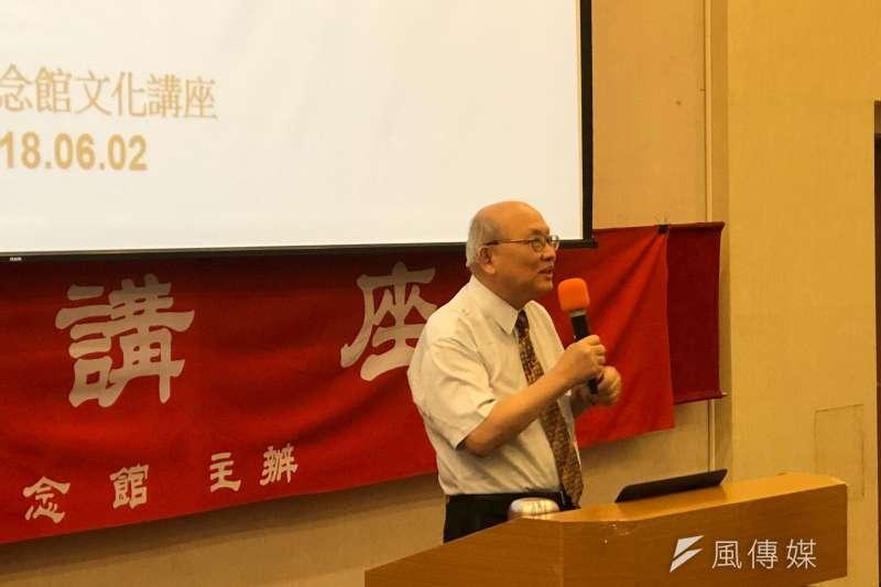 「中文歷史記載太簡單,導致台灣史的不正確」陳耀昌表示,這是他寫台灣史小說《福爾摩沙三族記》最主要的原因。(黃宇綸攝)