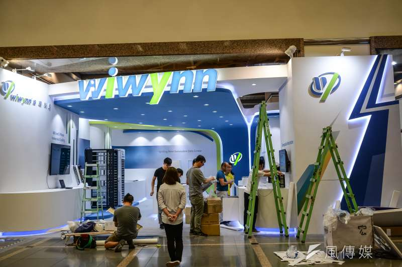 20180604-台北國際電腦展記者會,正在進行佈展的緯穎科技展間。(甘岱民攝)