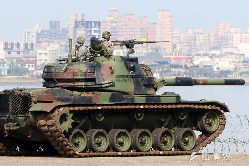 20180605-漢光演習實兵演練進入第二天,上午駐防在淡水一帶的陸軍關指部所屬機步營,進行河防反突擊、反滲透作戰演練。圖為戰車排的CM-11戰車對水面之敵實施防護射擊。(蘇仲泓攝)