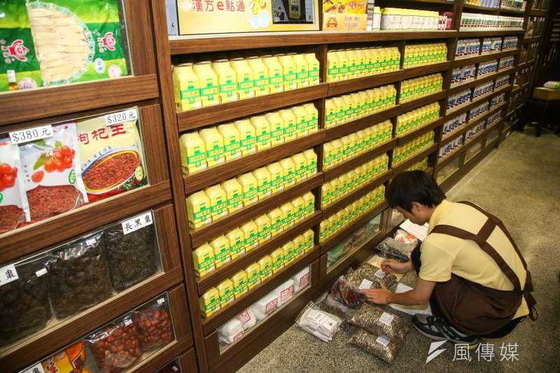 台灣願意接手中藥行的年輕人越來越少,產業未來令人擔憂。(示意圖/陳明仁攝)
