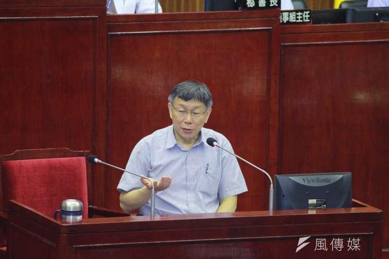 台北市長柯文哲今在市議會備詢,自爆內科上班的兒子已經失業了。(方炳超攝)