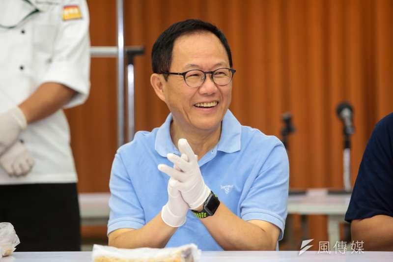 國民黨台北市長參選人丁守中6日出席與市議員端午包粽選舉包中記者會。(顏麟宇攝)